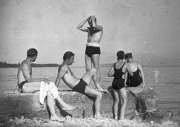 Germaine Martin, groupe sur la jetée du Léman, 1930-40 MHL