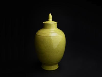 Vase d'ornement à couvercle Céramique vernissée jaune Dynastie Qing, 1644-1911 - Photo © Marie Humair, atelier de numérisation, ville  de Lausanne