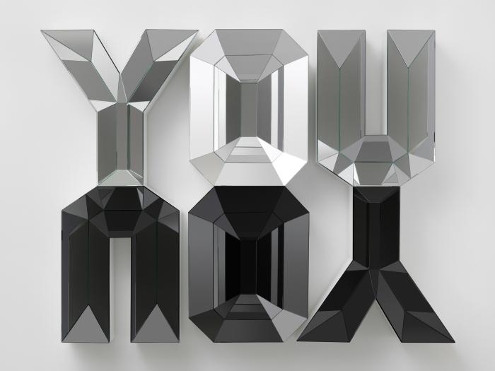 YOU/YOU YOU/YOU, 2012, Mousse haute densité, bois, miroir et verre, 137 x 203 cm, Courtesy : Galerie Eva Presenhuber, Zurich. Collection privée, Suisse. Doug Aitken © Galerie Eva Presenhuber, Zurich