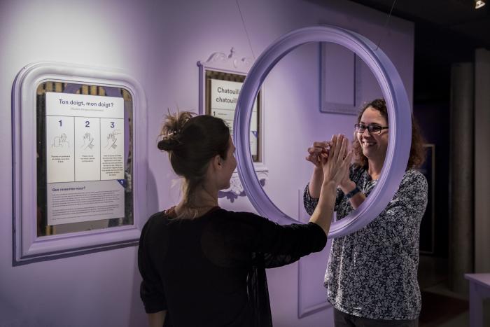 Exposition DANS LA TÊTE Musée de la main UNIL-CHUV / Anne-Laure Lechat