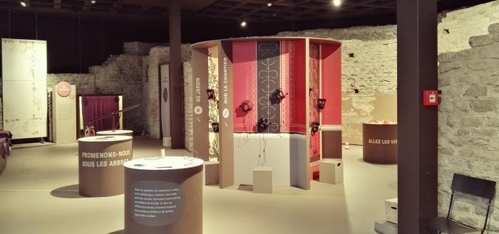 """Vue d'exposition """"Mystère et graffitis"""" ArchéoLab"""