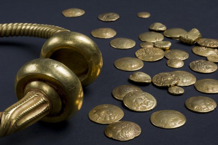 trésor de Tayac composé d'un torque de monnaies et de lingots d'or, musée d'aquitaine, n°60.17.2, le Rivault - Tayac