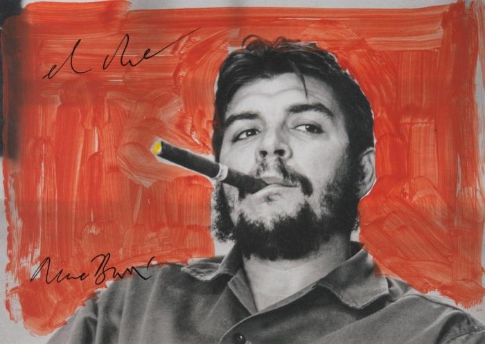 René Burri, El Che, après 2005, Reproduction peinte sur carton d'invitation de la Rétrospective 2005-2010 à Rotterdam René Burri / Magnum Photos. Fondation René Burri, Courtesy Musée de l'Elysée, Lausanne