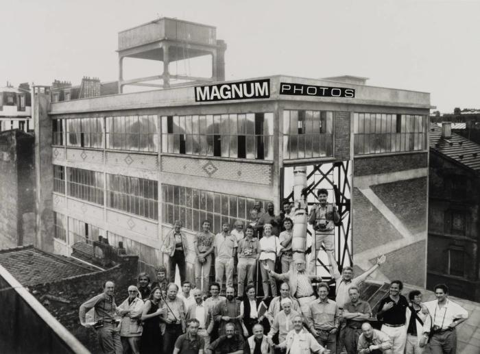René Burri, Photocollage des membres de Magnum Photos durant leur meeting annuel, passage Piver, Paris, France, 1990 René Burri / Magnum Photos. Fondation René Burri, Courtesy Musée de l'Elysée, Lausanne
